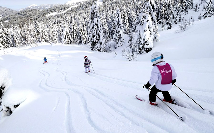 kids skiing off piste