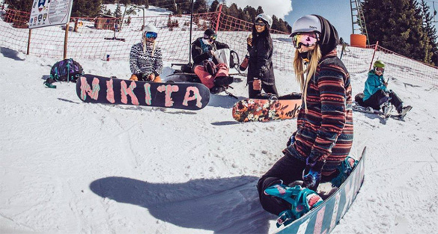 girl snowboarders